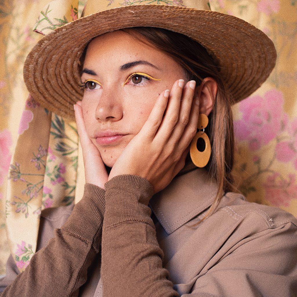 Pendientes de cerámica flamenco mostaza