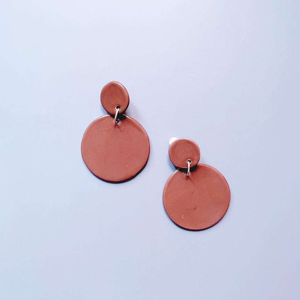 Pendientes flamenca marrones